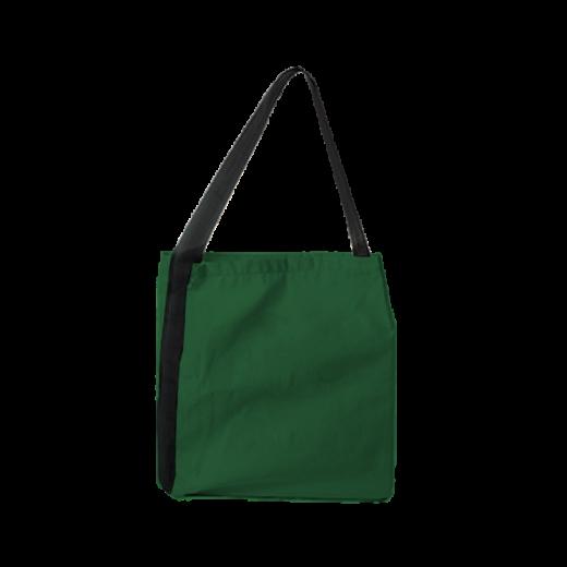 zielona torba z czarną rączką